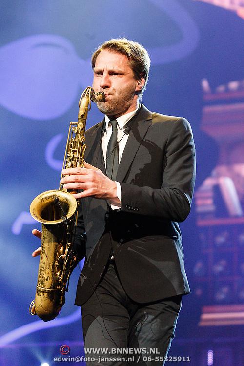 NLD/Amsterdam/20160217 - Holland zingt Hazes 2016, saxofonist
