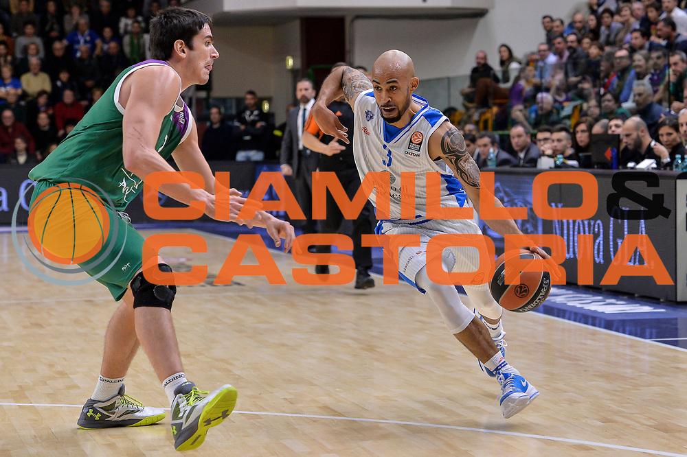 DESCRIZIONE : Eurolega Euroleague 2015/16 Gir.D Dinamo Banco di Sardegna Sassari - Unicaja Malaga<br /> GIOCATORE : David Logan<br /> CATEGORIA : Palleggio Penetrazione<br /> SQUADRA : Dinamo Banco di Sardegna Sassari<br /> EVENTO : Eurolega Euroleague 2015/2016<br /> GARA : Dinamo Banco di Sardegna Sassari - Unicaja Malaga<br /> DATA : 10/12/2015<br /> SPORT : Pallacanestro <br /> AUTORE : Agenzia Ciamillo-Castoria/L.Canu
