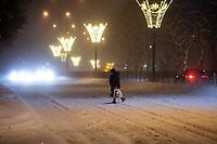 Bialystok, 16.01.2021. Gwaltowny atak zimy, w ciagu paru godzin przybylo kilkanascie centymetrow sniegu N/z zasypana sniegiem Aleja Pilsudskiego fot Michal Kosc / AGENCJA WSCHOD