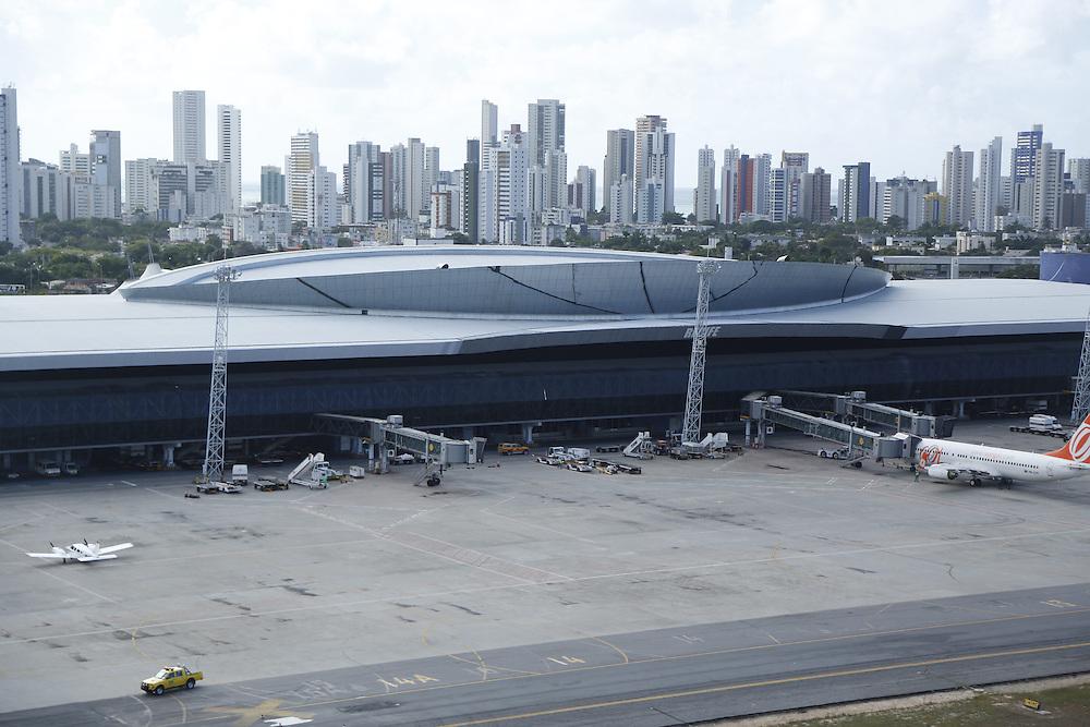 Recife_PE, Brasil.<br /> <br /> Imagens areas de Recife. Na foto Aeroporto Internacional de Recife.<br /> <br /> Aerial view of Recife. In this photo International Airport of Recife.<br /> <br /> Foto: LEO DRUMOND / NITRO