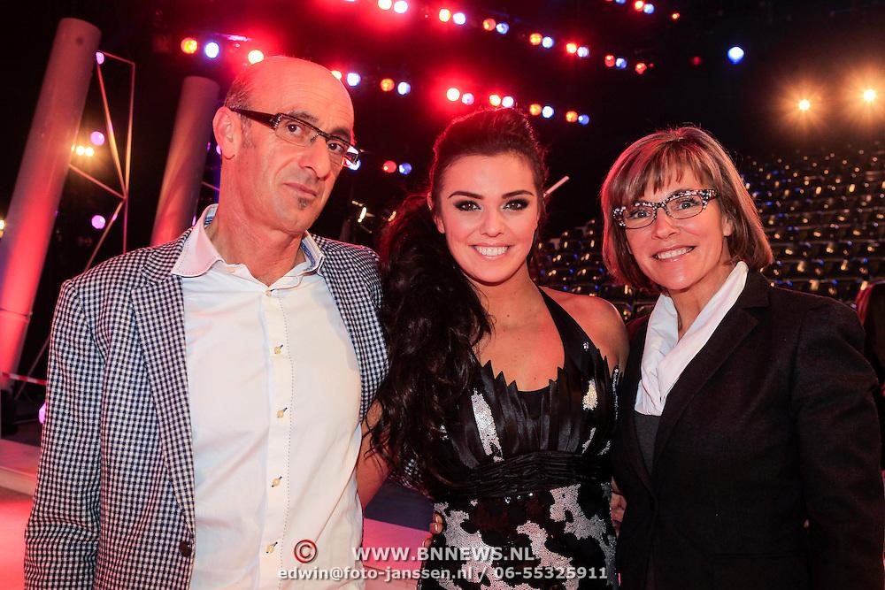 NLD/Hilversum/20130209 - Finale Sterren Dansen op het IJs 2013, Laura Ponticorvo met haar ouders