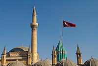 Turquie. Anatolie Centrale. Ville de Konya. Tombe de Mevlana. Le grand maitre soufi Djalal ed-Din Rumi ou Djalal-e-Din Mohammad Molavi Rumi ou Djalaleddine Roumi (1207-1273), fondateur de l'ordre des derviches tourneurs est connu sous le nom de Mevlana. Il est enterre a Konya. // Turkey. Central Anatolia. City of Konya. Mevlana tomb. The sufi master Djalal ed-Din Rumi ou Djalal-e-Din Mohammad Molavi Rumi ou Djalaleddine Roumi (1207-1273), founded of whirling dervishes order is knows with the name of Mavlana. Is bury in Konya.