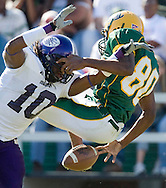 Sports photography by Wesley Hitt photography with images from the NFL, NCAA and Arkansas Razorbacks.  Hitt photography in based in Fayetteville, Arkansas where he shoots Commercial Photography, Editorial Photography, Advertising Photography, Stock Photography and People Photography