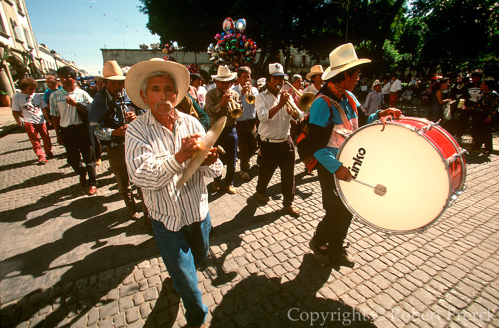 MEXICO, OAXACA, FESTIVALS Christmas; band marching in the Zocalo