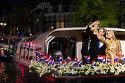 Koning Willem-Alexander en koningin Maxima wonen het bevrijding concert ( 5 mei concert ) bij op de Amstel in Amsterdam<br /> <br /> King Willem-Alexander and Queen Maxima of The Netherlands attends the liberation concert at the Amstel in Amsterdam<br /> <br /> Op de foto / On the photo:  Koning Willem-Alexander en koningin Maxima