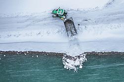 THEMENBILD - ein Traktor lädt geräumten Schnee in die Salzach ab, aufgenommen am 08. Jaenner 2019 in Bruck an der Glocknerstrasse, Oesterreich // a tractor loads cleared snow into the Salzach River, Bruck an der Glocknerstrasse, Austria on 2019/01/08. EXPA Pictures © 2019, PhotoCredit: EXPA/ JFK