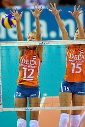 18-09-2011 VOLLEYBAL: DELA TROPHY NEDERLAND - TURKIJE: ALMERE<br /> Nederland wint met 3-0 van Turkije en wint hierdoor de DELA Trophy / Captain Manon Flier, Ingrid Visser<br /> ©2011-FotoHoogendoorn.nl