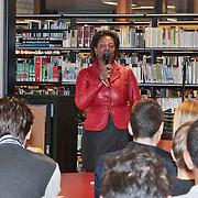 NLD/Huizen/20110228 - Gastles 1e kamerlid Joyce Sylvester op het Erfgooierscollege