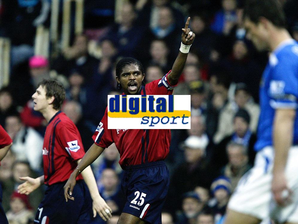 Fotball<br /> Premier League England 2004/05<br /> Portsmouth v West Bromwich<br /> 4. desember 2004<br /> Foto: Digitalsport<br /> NORWAY ONLY<br /> NWANKWO KANU celebrates  AFTER  OWN GOAL