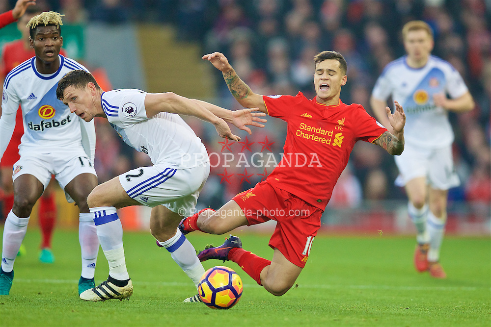 LIVERPOOL, ENGLAND - Saturday, November 26, 2016: Liverpool's Philippe Coutinho Correia in action against Sunderland's Billy Jones during the FA Premier League match at Anfield. (Pic by David Rawcliffe/Propaganda)
