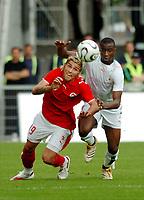 Fotball<br /> 27.05.2006<br /> Treningskamp før VM 2006 <br /> Sveits v Elfenbenskysten<br /> Foto: EQ Images/Digitalsport<br /> NORWAY ONLY<br /> <br /> Valon Behrami (SUI) gegen Abdoulaye Meite (CIV)