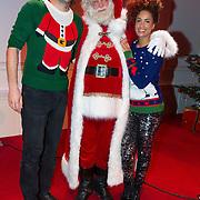 NLD/Hilversum/20151207- Sky Radio's Christmas Tree for Charity, Sharon Doorson en Xander de Buisonje met de kerstman
