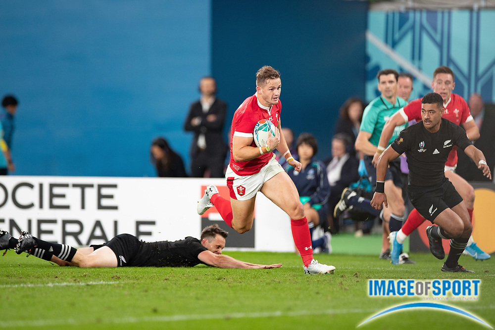 Hallam Amos of Wales runs with the ball before to scores a try during the Rugby World Cup bronze final match between New Zealand and Wales Friday, Nov, 1, 2019, in Tokyo. New Zealand defeated Wales 40-17.  (Flor Tan Jun/Espa-Images-Image of Sport)