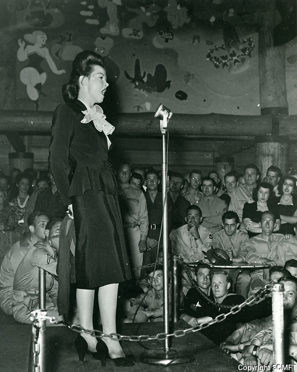 1944 Faye Emerson sings for the audience at the Hollywood Canteen