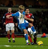 Fotball<br /> England 2004/2005<br /> Foto: SBI/Digitalsport<br /> NORWAY ONLY<br /> <br /> Blackburn v Bolton, FA Barclays Premiership, Ewood Park, 24/01/05<br /> <br /> Blackburn's Morten Gamst Pedersen (L) tries to hold off Bolton's Tal Ben Haim