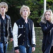 NLD/Laren/20121031 - Uitvaart Joop Stokkermans, pianisten Lucas en Arthur Jussen