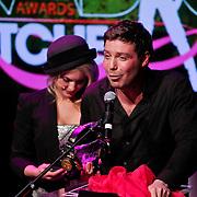 NLD/Hilversum/20101207 - Uitreiking Radiobitches awards 2010, Timor Perlin wint de mannelijke prijs uit handen van Sanne Hans