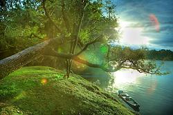 Canoas de pescadores as margens do Rio Jacuí, em Agudo, no interior do Rio Grande do Sul. FOTO: Jefferson Bernardes/Preview.com