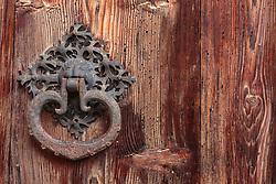 THEMENBILD - Hallstatt - der Ort mit besonderem Flair - liegt mitten im Salzkammergut am idyllischen Hallstätter See. Ein altes Türschloss in Herzform an einer Holzwand, aufgenommen am 31. März 2018, Hallstatt, Österreich // Hallstatt - the place with a special flair - is located in the middle of the Salzkammergut on the idyllic Lake Hallstatt. An old heart-shaped door lock on a wooden wall on 2018/03/31, Hallstatt, Austria. EXPA Pictures © 2018, PhotoCredit: EXPA/ Stefanie Oberhauser