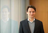 DEU, Deutschland, Germany, Berlin, 02.05.2019: Portrait von Prof. Dr. Alexander Kriwoluzky, Abteilungsleiter Makroökonomie am Deutschen Institut für Wirtschaftsforschung (DIW).