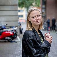 Nederland, Amsterdam, 16 september 2017.<br /> Geerte Piening vecht boete voor wildplassen aan namens alle vrouwen.<br /> Vandaag in Amsterdam speelt Geerte Piening de hoofdrol in een van de gevoeligste rechtzaken van het jaar. Ze vecht een boete aan voor wildplassen.<br /> <br /> <br /> Foto: Jean-Pierre Jans