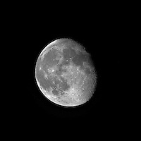 Waining Gibbous Moon over New Jersey. Image taken with a Nikon D3x and 500 mm f/4 VR telephoto lens (ISO 100, 500 mm, f/4, 1/160 sec). Raw image processed with Capture One Pro 6, Focus Magic, and Photoshop CS5..