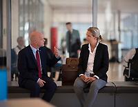 DEU, Deutschland, Germany, Berlin, 21.04.2020: Robby Schlund (MdB, AfD) und Alice Weidel, Vorsitzende der AfD-Bundestagsfraktion, vor einer Sitzung der AfD-Fraktion im Deutschen Bundestag.