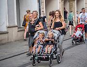 Krakow 2019-07-20. Młode kobiety z małymi dziećmi na ulicy Grodzkiej w Krakowie