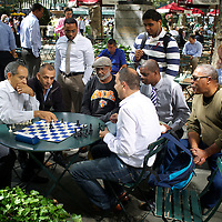 Office-workers and others play chess at lunchtime in Bryant Park, midtown Manhattan. <br /> <br /> Photo: Tom Pietrasik<br /> New York City, USA <br /> September 2013