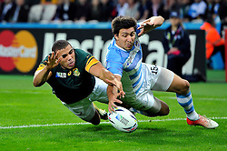 Bryan Habana of South Africa competes with Lucas Gonzalez Amorosino of Argentina to touch the ball down over the try-line - Mandatory byline: Patrick Khachfe/JMP - 07966 386802 - 30/10/2015 - RUGBY UNION - The Stadium, Queen Elizabeth Olympic Park - London, England - South Africa v Argentina - Rugby World Cup 2015 Bronze Final.