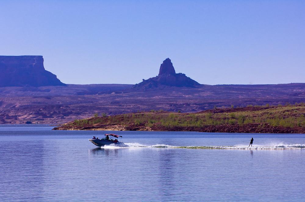 Waterskiing, Lake Powell, Glen Canyon National Recreation Area, Arizona/Utah border USA