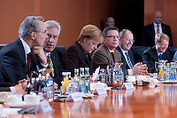 09 JAN 2009, BERLIN/GERMANY:<br /> Hartmut Schauert, CDU, Parl. StS Bundeswirtschaftsministerium, Michael Glos, CSU, Bundeswirtschaftsminister, Angela Merkel, CDU, Bundeskanzlerin, Thomas de Maizière, CDU, Kanzleramtsminister, Peer Steinbrueck, SPD, Bundesfinanzminister, Ulrich Wilhelm, Regierungssprecher, (v.L.n.R.), vor Beginn eines Gespraechs der Bundeskanzlerin mit Vertretern der mittelstaendischen Wirtschaft, Kleiner Kabinettsaal, Bundeskanzleramt<br /> IMAGE: 20090109-01-006<br /> KEYWORDS: Peer Steinbrück