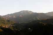 Het berglandschap tussen Osaka en Nagano