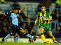 Photograph: Scott Heavey.<br />Coventry v West Bromwich Albion. Nationwide Division One. 20/12/2003.<br />Muhamed Konjic stretches to reach Ronnie Wallwork