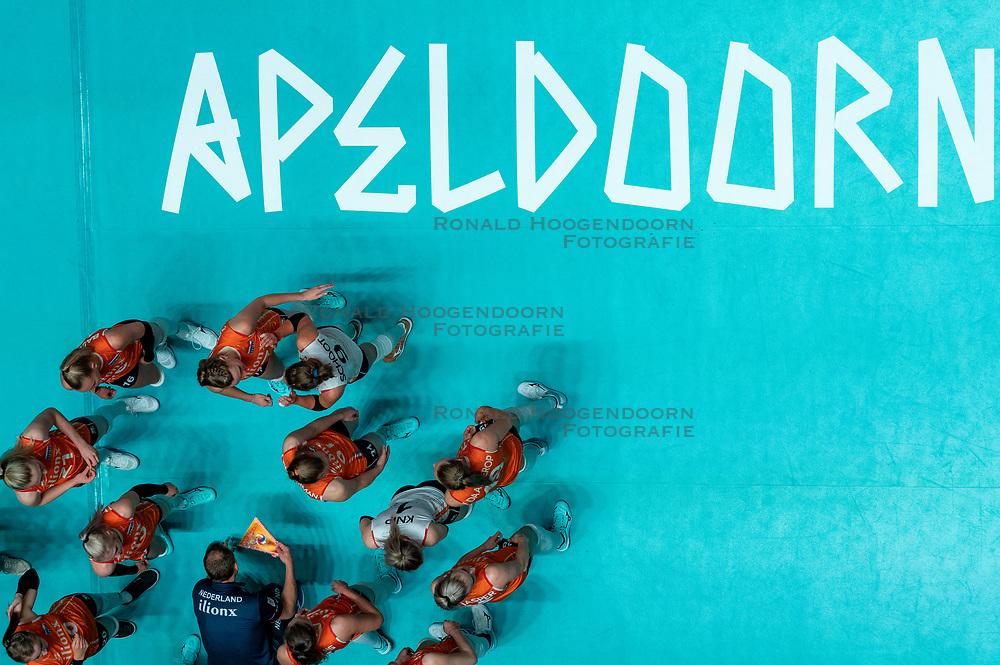 28-05-2019 NED: Volleyball Nations League Netherlands - Brazil, Apeldoorn<br /> <br /> Team yell, centercourt Apeldoorn
