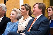Zijne Majesteit de Koning reikt op donderdagochtend 18 mei de Appeltjes van Oranje uit op Paleis Noordeinde in Den Haag. De prijzen worden dit jaar toegekend aan drie sociale initiatieven die zich inzetten voor kwetsbare kinderen. <br /> <br /> His Majesty the King opens the Apples of Orange on Thursday morning 18 May at Noordeinde Palace in The Hague. The prizes are awarded this year to three social initiatives dedicated to vulnerable children.<br /> <br /> op de foto / on the photo: Prinses Beatrix met Koning Willem Alexander en Koningin Maxima // Princess Beatrix with King Willem Alexander and Queen Maxima