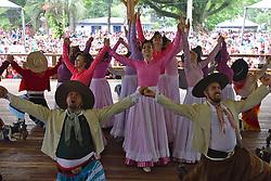 Apresentação de danças tradicionais com o grupo GAN IVI MARAÉ no 12 Rodeio Internacional do Mercosul. FOTO: Jefferson Bernardes/Preview.com