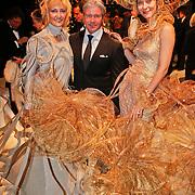 NLD/Amsterdam/20101209 - VIP avond Miljonairfair 2010, Dries Roelvink en 2 modellen