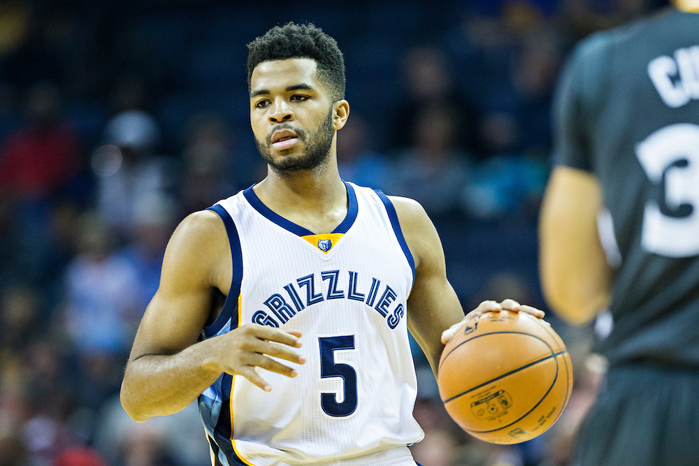 MEMPHIS, TN - DECEMBER 10:  Andrew Harrison #5 of the Memphis Grizzlies dribbles down the court against the Golden State Warriors at the FedExForum on December 10, 2016 in Memphis, Tennessee.  The Grizzlies defeated the Warriors 110-89.  NOTE TO USER: User expressly acknowledges and agrees that, by downloading and or using this photograph, User is consenting to the terms and conditions of the Getty Images License Agreement.  (Photo by Wesley Hitt/Getty Images) *** Local Caption *** Andrew Harrison
