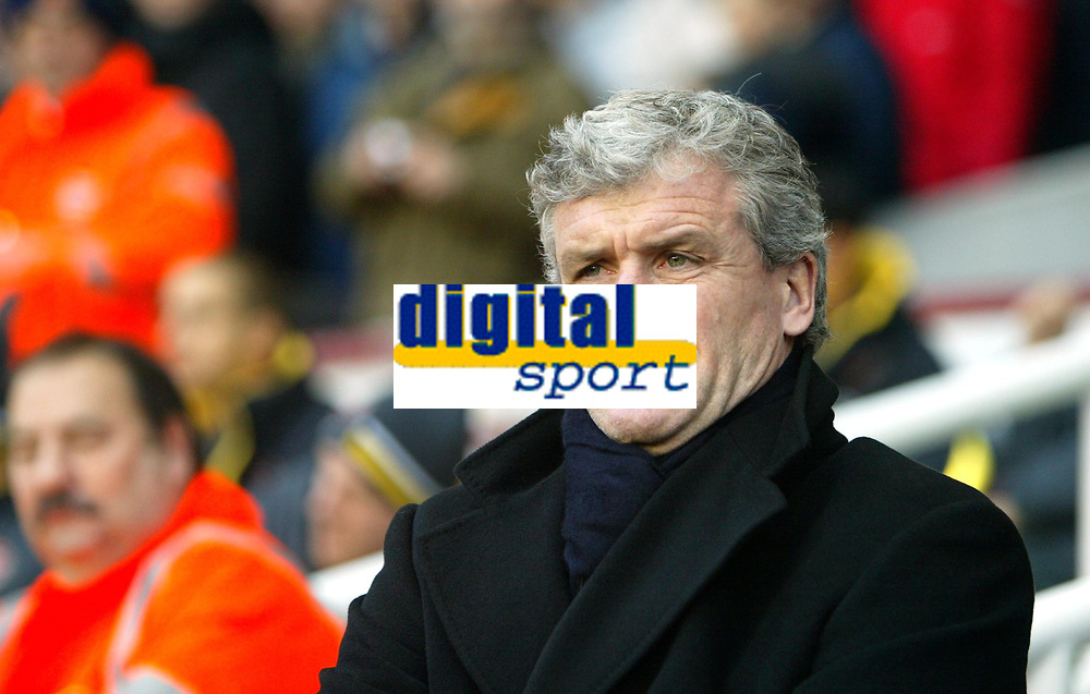 Photo: Chris Ratcliffe.<br />Arsenal v Blackburn Rovers. The Barclays Premiership.<br />26/11/2005.<br />Mark Hughes does not enjoy the weather or the result