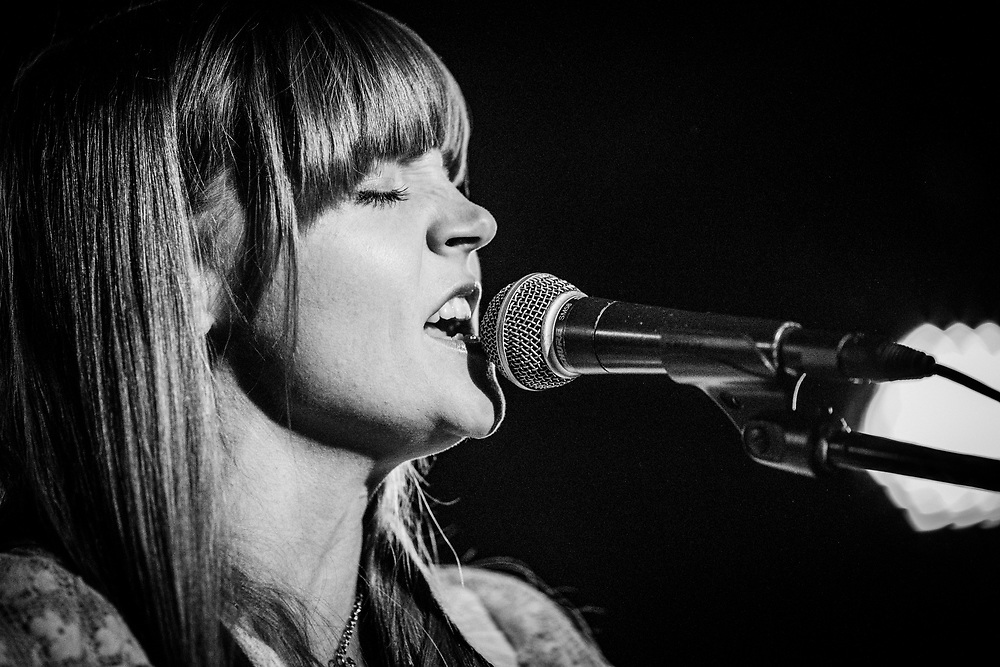 NEW YORK, NY - MARCH 27: American musician Courtney Marie Andrews performs at the Mercury Lounge on March 27, 2018 in New York, New York. (PHOTO CREDIT: EricMTownsend.com)