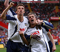 Photo: Olly Greenwood.<br />Charlton Athletic v Portsmouth. The Barclays Premiership. 17/04/2006. Portsmouth's Andres D'Alessandro (R) celebrates scoring.