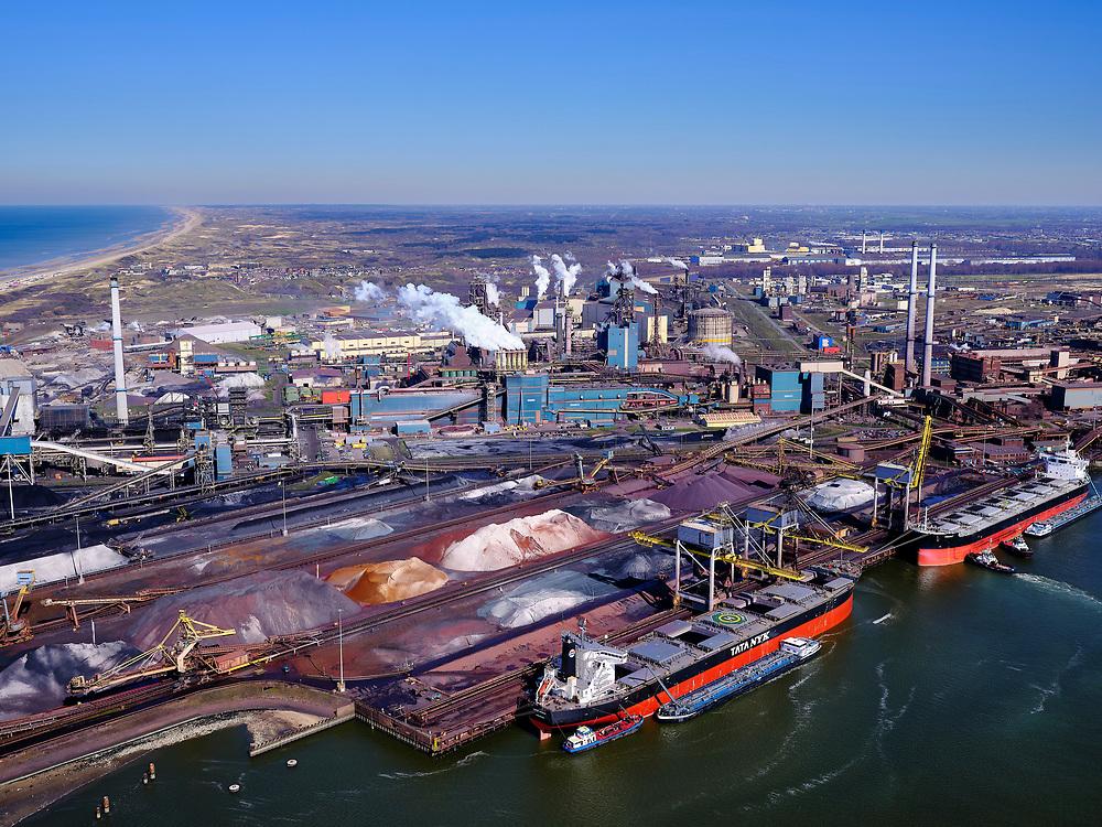 Nederland, Noord-Holland, IJmuiden, 23-03-2020; Velsen-Noord, Noorderbuitenkanaal en Hoogovenkanaal met bulk carriers voor erts en kolen van Tata Steel. Zicht op de pelletfabriek en hoogovens.<br /> Tata Steel industrial site, steel works.<br /> luchtfoto (toeslag op standaard tarieven);<br /> aerial photo (additional fee required)<br /> copyright © 2020 foto/photo Siebe Swart
