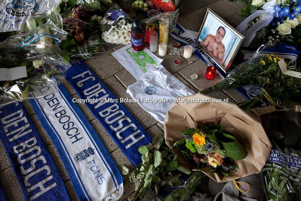 den bosch,  supportersbegeleider fons kohler alias dikke fons wordt herdacht met een klein monumentje onder de tribune buiten het stadion  aan de rechtse kant van de hoofdtribune