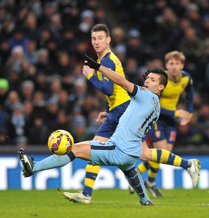 Manchester City's Sergio Agüero misses a chance to score<br /> <br /> Photographer Dave Howarth/CameraSport<br /> <br /> Football - Barclays Premiership - Manchester City v Arsenal - Sunday 18th January 2015 - Etihad stadium - Manchester<br /> <br /> © CameraSport - 43 Linden Ave. Countesthorpe. Leicester. England. LE8 5PG - Tel: +44 (0) 116 277 4147 - admin@camerasport.com - www.camerasport.com