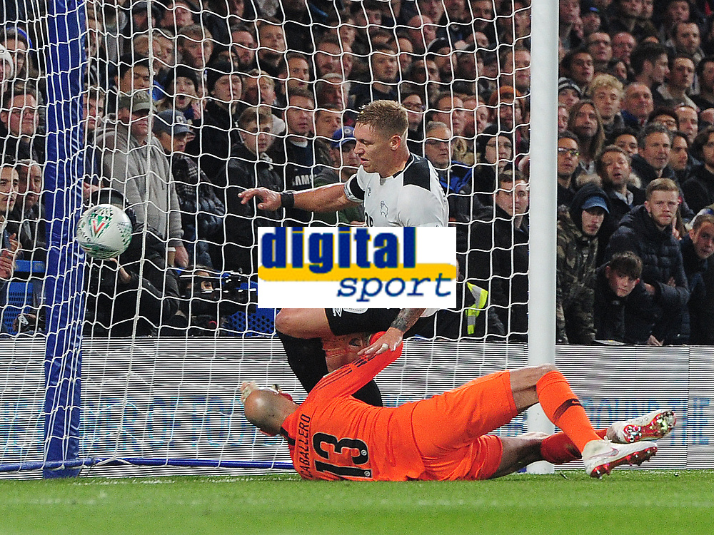Football - 2018 / 2019 EFL Carabao (League) Cup - Fourth Round: Chelsea vs. Derby County<br /> <br /> Martyn Waghorn of Derby scores goal no 2 past the diving Willy Caballero, at Stamford Bridge.<br /> <br /> COLORSPORT/ANDREW COWIE