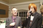 Antony Fawcett. Beck's Futures exhibition. I.C.A. 26 March 2002. © Copyright Photograph by Dafydd Jones 66 Stockwell Park Rd. London SW9 0DA Tel 020 7733 0108 www.dafjones.com