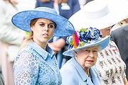 Koning Willem-Alexander en koningin Máxima hebben dinsdag in de koets met koningin Elizabeth en haar zoon prins Andrew deelgenomen aan de 'koninklijke optocht' op de racebaan van Ascot.<br /> <br /> King Willem-Alexander and Queen Máxima took part in the carriage with Queen Elizabeth and her son Prince Andrew on Tuesday in the 'royal parade' on the Ascot race track.<br /> <br /> Op de foto / On the photo: Koningin Elizabeth /  Queen Elizabethand Beatrice van York