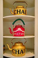 Inde, Rajasthan, Jaipur la ville rose, theiere dans une boutique de thé // India, Rajasthan, Jaipur the Pink City, teapot in a tea shop