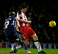 Photo: Alan Crowhurst.<br />Southend United v Southampton. Coca Cola Championship. 09/12/2006. Saints' Grzegorz Rasiak (R) attacks.